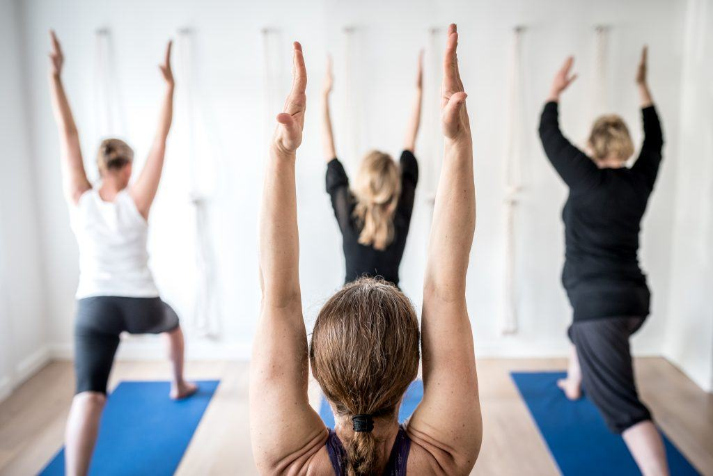 Nye elever, Urdhva Hastasana - Intense extension of the arms
